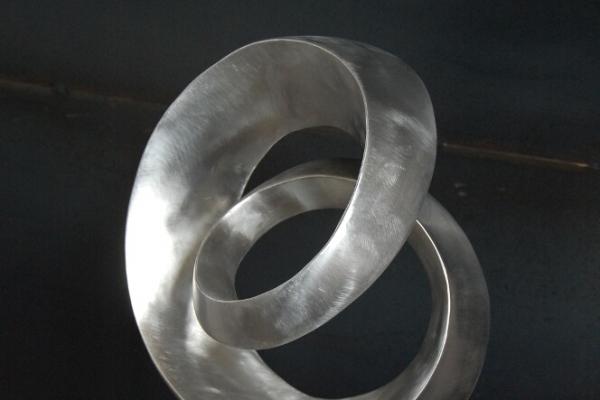 Remo Leghissa, Skulpture für den Wohnbereich - Einfacher Spiralknoten XV