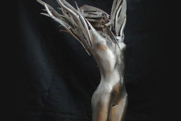 Remo Leghissa, Skulpturen aus Edelstahl und Messing - Feuerfrau