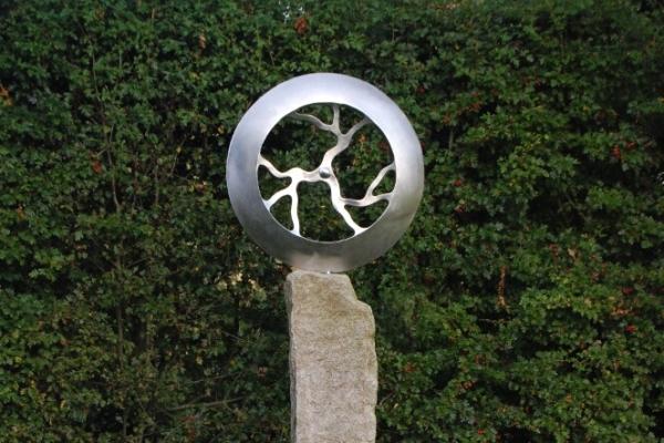 Remo Leghissa, Edelstahl und Messing Skulpturen für den Aussenbereich - Schicksalsrad